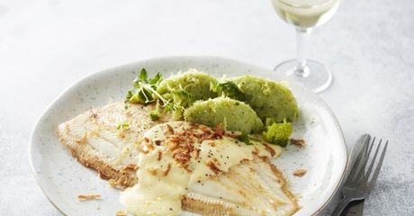 Tongschar met broccolipuree en mousselinesaus